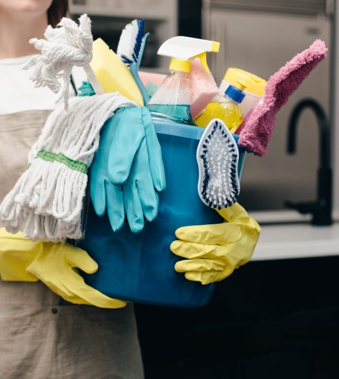 holding-bucket-of-cleaning-supplies